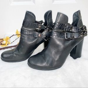 White Mountain 10 Leather  Chain Boots Booties